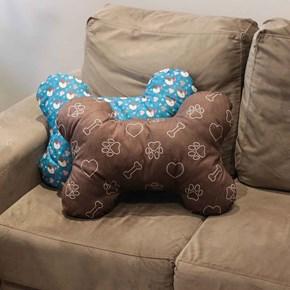 Almofada pet em formato de osso para cama ou sofá