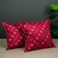 Produto Jogo com 2 almofadas estampadas para cães para uso na cama ou sofá